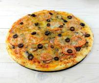 Піца Капричеза ціла