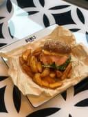 Smoke salmon burger