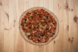 17. Chouriço, Pesto, Cebola, Pimentos e Azeitonas Pequena (26,5cm)