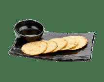 Кокосовые лепешки с чесночным соусом (80/30 г)