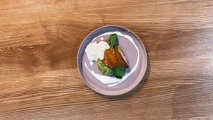 Філе окуня з зеленим пюре з картоплі та соусом з кальмарів (270г)