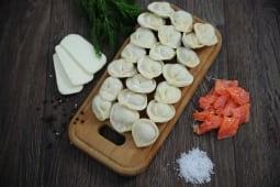 Пельмені з лососем, сиром сулугуні і шпинатом заморожені