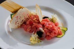 Тар тар з тунця з авокадо та соусом юзу (180г)