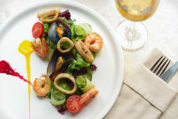 Теплий салат з морепродуктами (250г)