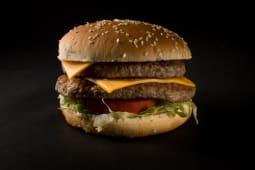 2 hamburguesas doble carne + 1 papa grande