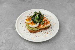 Сніданок Авокадо-тост з креветками і черрі (270г)