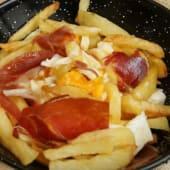 Huevos rotos con patatas (porción)