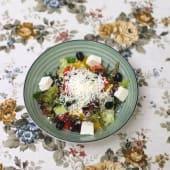 Салат зі скибочками сиру зі свіжих овочів (250г)