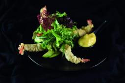 Салат з тигровими креветками в темпурі (200г)