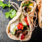 Грецька шаурма Порк сувлакі з овочами та соусом з сиру фета (400г)