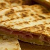 Quesadillota de jamón y queso