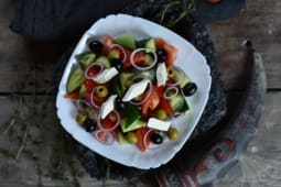 Салат грецький (300г)