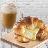 Café con leche (10 oz.) + medialuna de jamón y queso