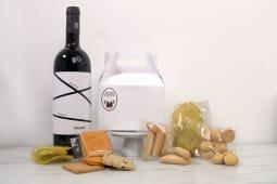 Box Aperitivo by Mami Louise con vino rosso Frisino Primitivo