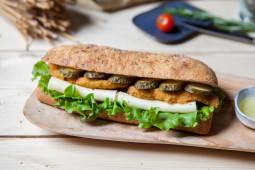 Sandwich cu snitel de pui