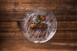 Шоколадний торт з горіхами (150/30г)