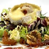Ensaladilla de queso de cabra con frutos secos