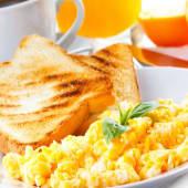 Huevos de campo revueltos