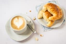 Café Con Leche Y 3 Medialunas