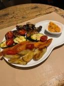 Parrillada de verduras de temporada con salsa remesco