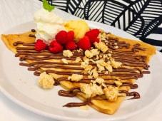 Crepe Framboesas, Chocolate, Crumble Amêndoa e Gelado