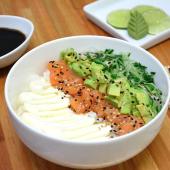 Chirashi salad salmón, palta, Philadelphia y pepino