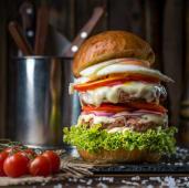 Бургер Mr. Olympia від Кирила Худаева
