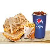 Quesadilla de pollo + papas regulares + bebida a elección (16 oz.)