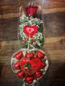 Rosa roja natural + caja de bombones