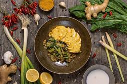 Petto di Pollo al Curry di Cocco e Riso integrale saltato