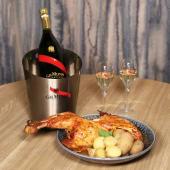 1 botella de Mumm con Nuestro pollo campero de 1,8kg y papas con mojo