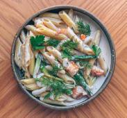 Пенне з креветками та кальмарами в вершковому соусі (300г)