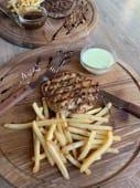 Ніжний біфштекс з індички та картоплею (200г)