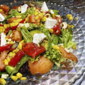 Теплий салат з баклажанами та сиром Фета