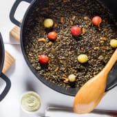 Arroz negro de calamares y tomates (mínimo 2 personas)