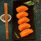 Sashimi de salmón rosado (5 pzas.)