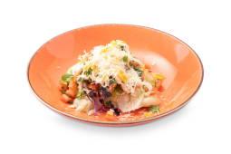 Салат с  индейкой и жареным сельдереем