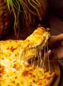 Chaczapuri z boczkiem i serem