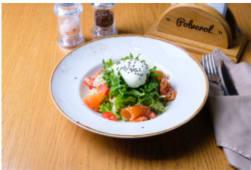 Салат з лососем та яйцем пашот (220г)