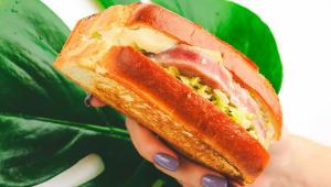 Сендвіч зі стейком тунця