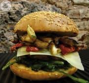 Black Burger Stuffed serviti con patatine STICK