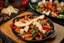 Болгарська сковорідка з куркою (300г)