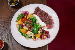 Теплий салат з телятиною та грибами гриль (260г)
