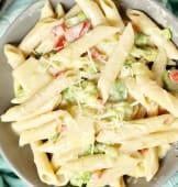 Pasta Alfredo (white sauce)
