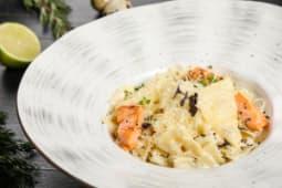Фарфалле с семгой в сливочном соусе