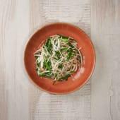 Brotes de soja salteados con cebolleta china