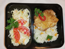 Pulpa de pui dezosata  cu orez si salata de varza