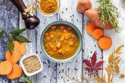 Zuppa di Lenticchie, Patate Americane e Curcuma