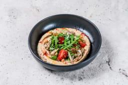 Хумус з томатами черрі, руколою і грибами (200г)