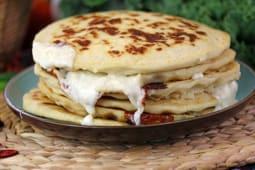 Pupusa de queso con espinaca